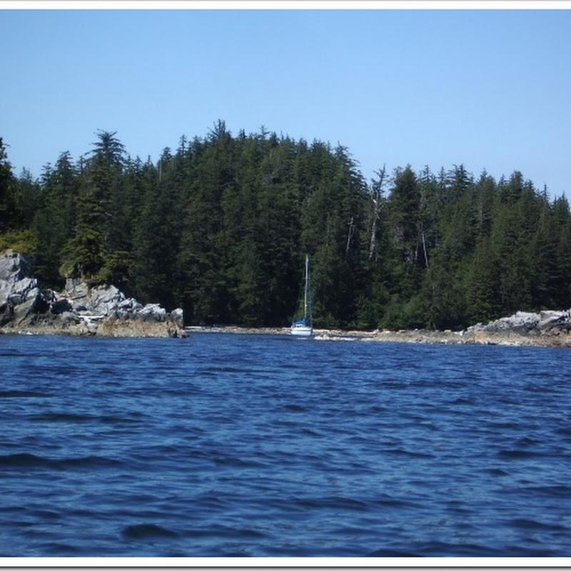 Kayaking around Little Bunsby Island
