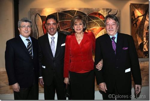 """Enrique Cerezo y Laura Valenzuela con los dueños de la galería """"Victor i Fills"""""""
