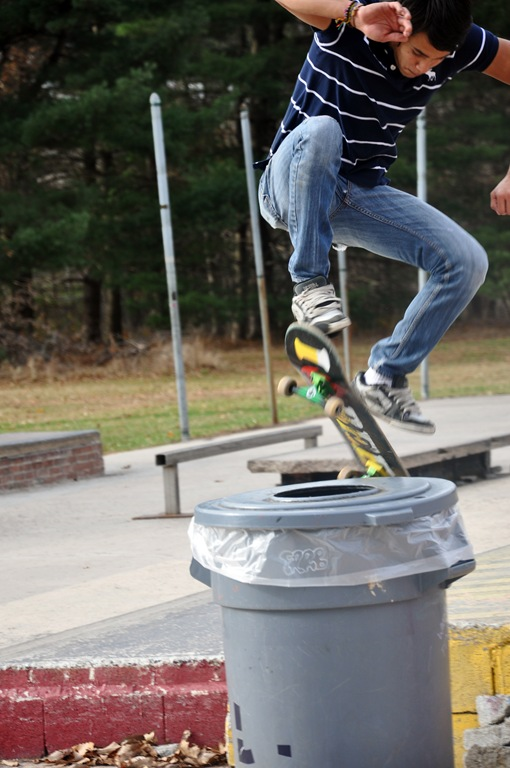 juan skateboarding 006 love