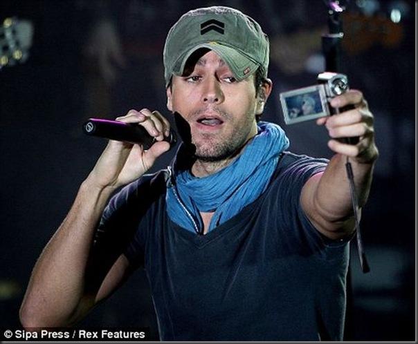 Enrique Iglesias tira uma foto muito estranha (3)