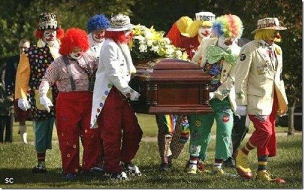 Pallhaços no funeral (7)