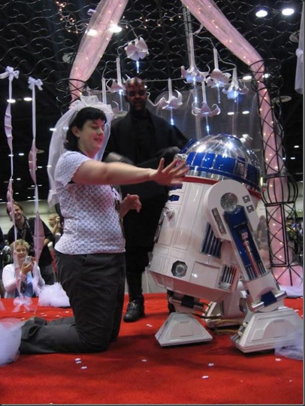 Mulher se casa com um robô (3)
