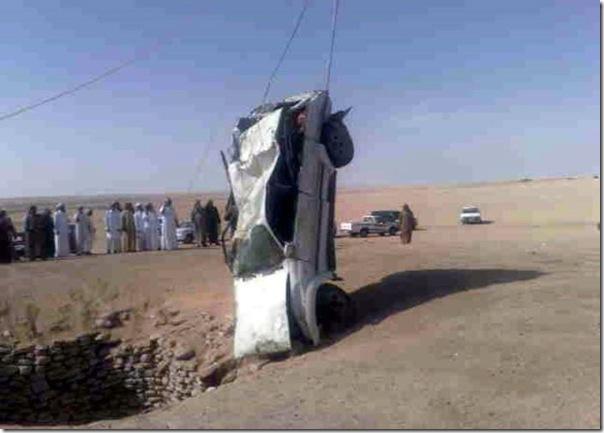 Carro cai em um poço na Arábia Saudita (5)