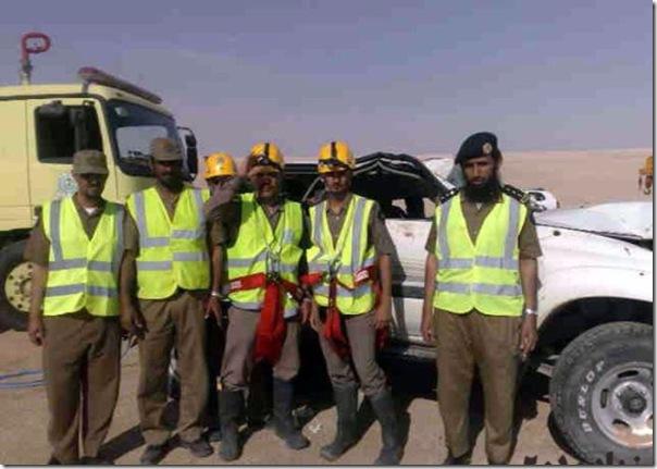 Carro cai em um poço na Arábia Saudita (10)
