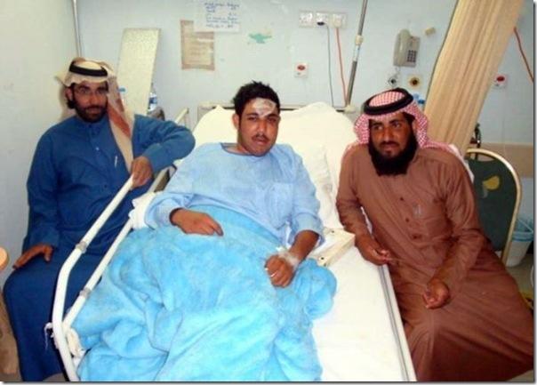 Carro cai em um poço na Arábia Saudita (11)