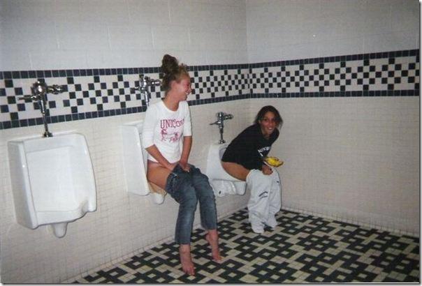 Garotas no banheiro masculino (18)