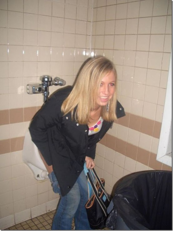 Garotas no banheiro masculino (6)
