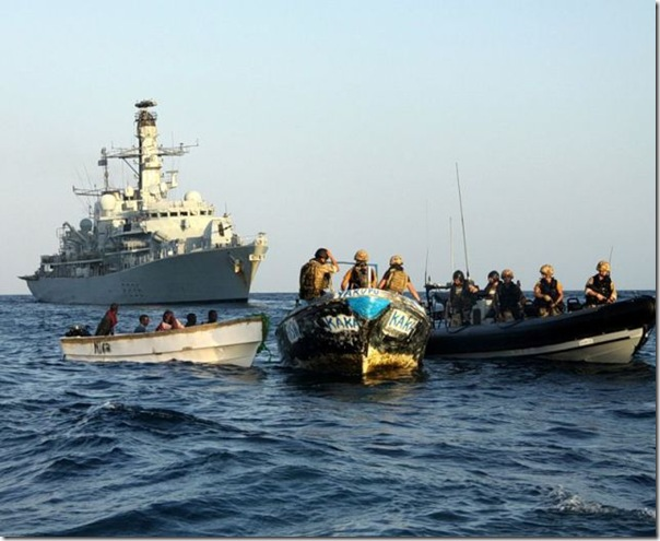 Destruição de um barco de piratas (2)