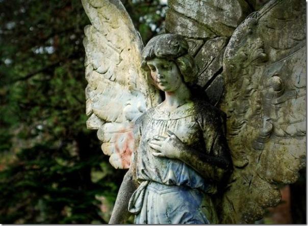 Esculturas no Cemitério (11)