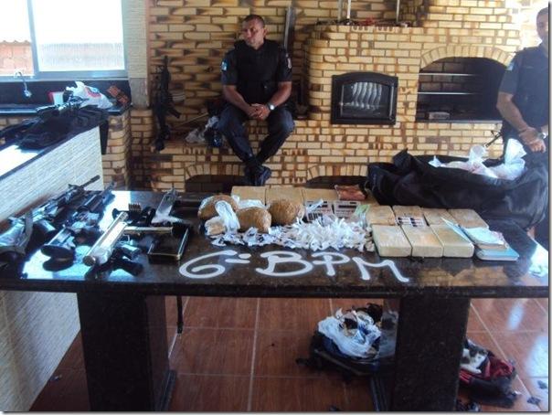 Quadro de Justin Bieber na casa de um traficante no Rio (3)