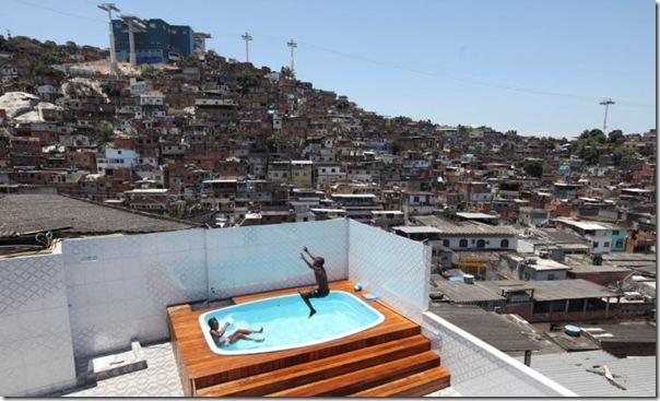 Quadro de Justin Bieber na casa de um traficante no Rio (9)