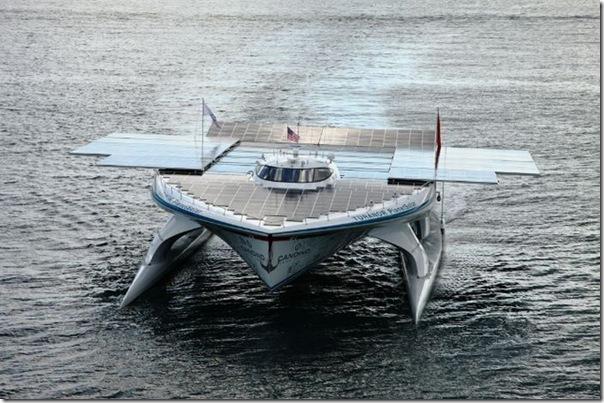 Catamarã com painéis solares (4)