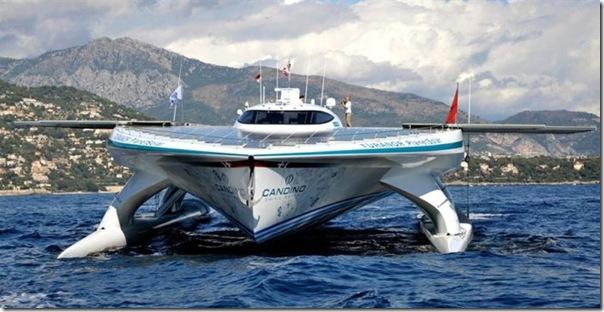 Catamarã com painéis solares (1)