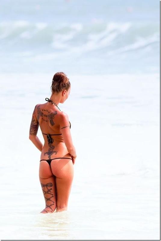 Bela garota tatuada (2)