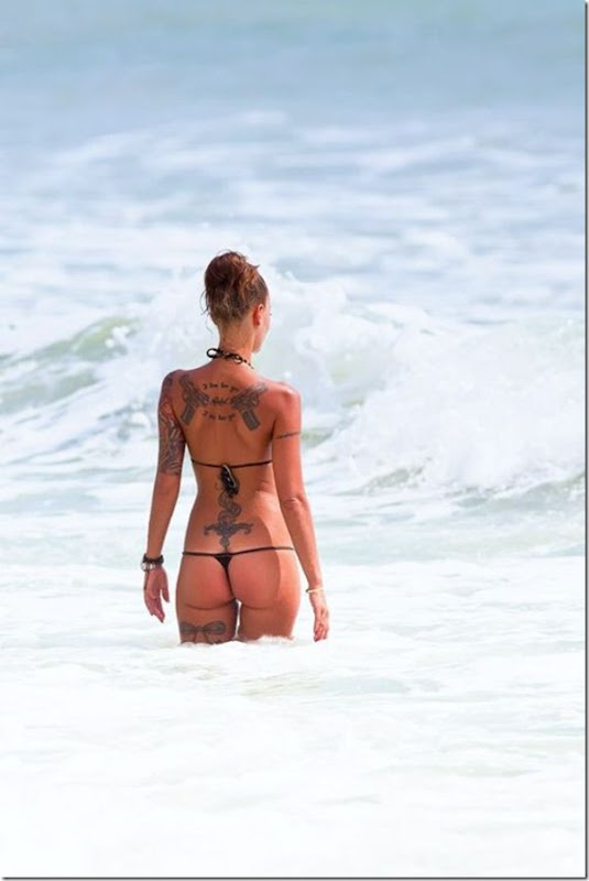 Bela garota tatuada (3)