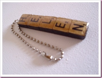 side view of scrabble keyring