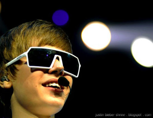 Justin Bieber glasses in concert