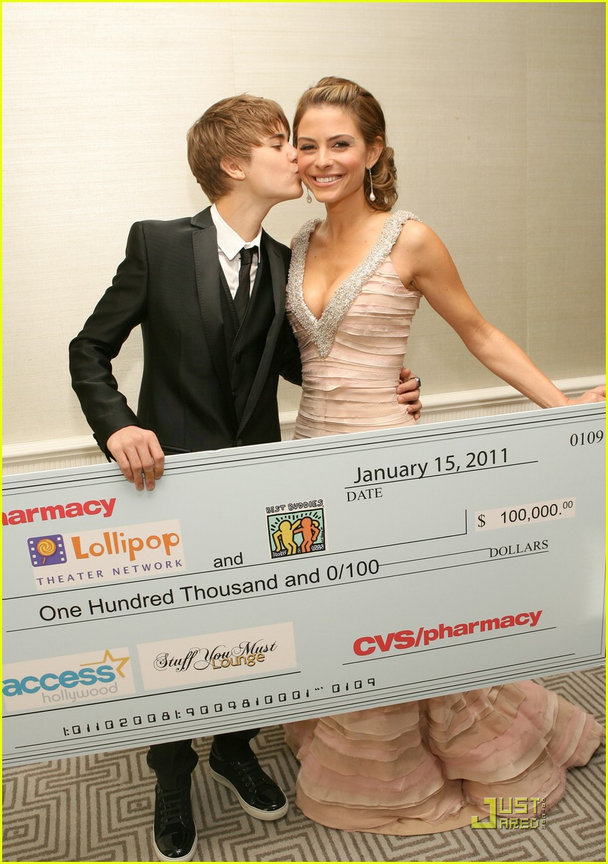 Justin Bieber kiss Maria Menounos 2011