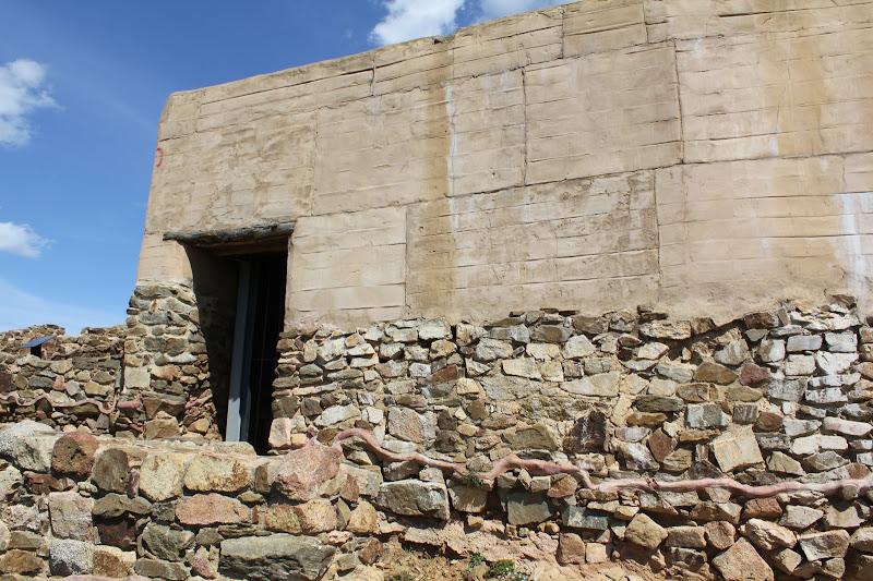 Reconstrucció d'una casa ibèrica IV
