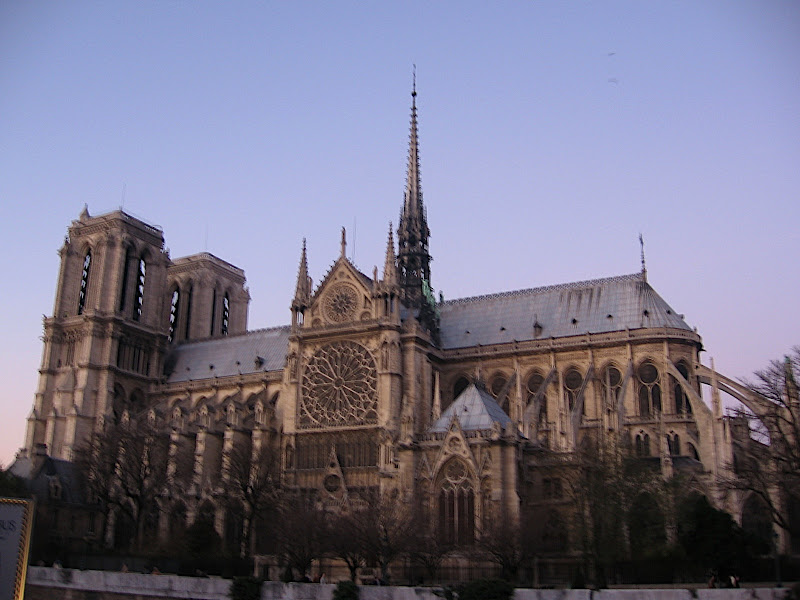 Darrera Notre Dame