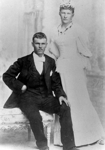 [O.Seymour & Polly May Hunsaker Stapley's wedding day[2].png]