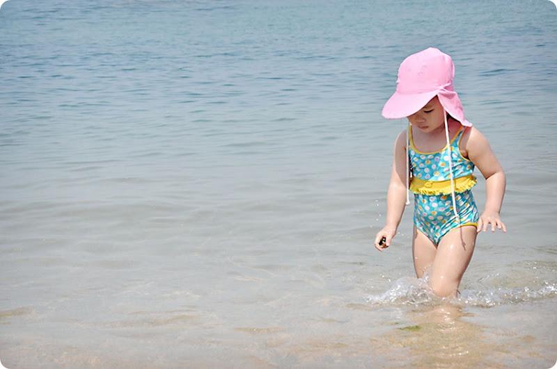 zoe-beach1