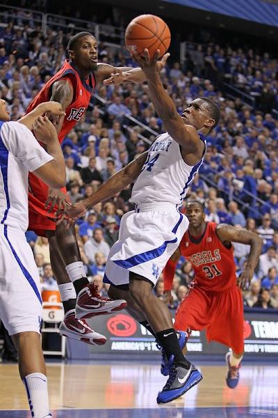Nike LeBron VII University of Kentucky Player Exclusive New Shots