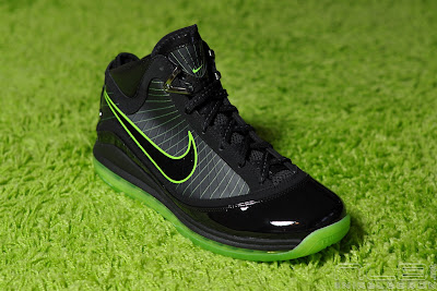 lebron7 black dunkman 74 web Air Max LeBron VII Black/Electric Green aka Dunkman Showcase