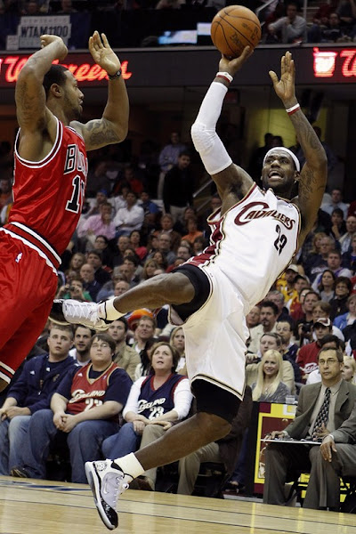 LeBron aka 8220The Closer8221 Leads Cavs8217 Victory for a 20 Series Lead