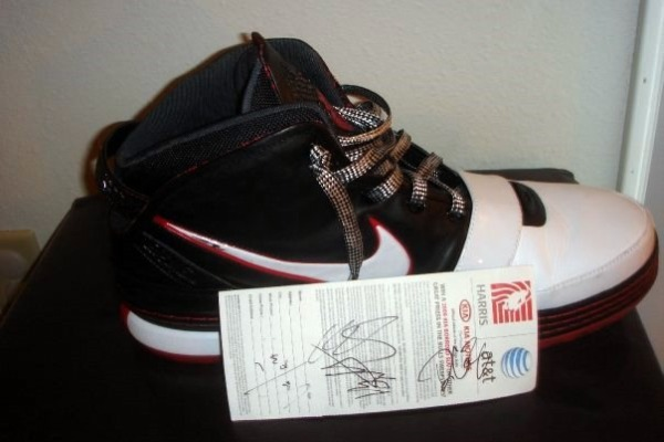 LeBron James8217 Zoom LeBron VI Game Worn Player Exclusive