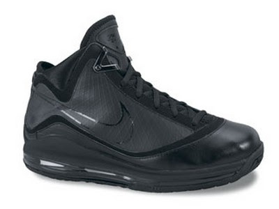 news zoom lebron vii gs all black NIKE ZOOM LEBRON VII First Pic   Grade School Sample