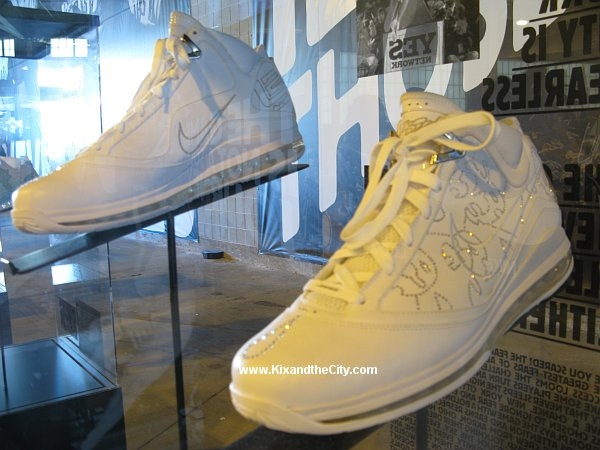 Nike Air Max LeBron VII Artist Series New York City by Matsu