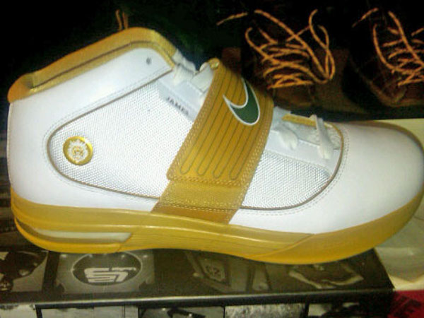 Nike Zoom Soldier IV 4 SVSM Home and Away Alternate PEs