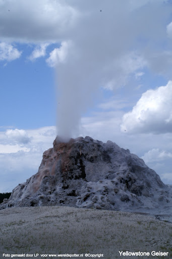 010 Yellowstone geiser.JPG