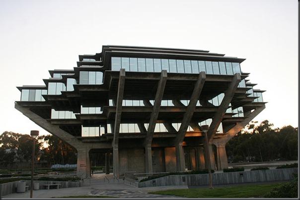 UCSD Geisel Library ( San Diego , California , USA)