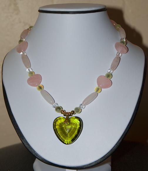 DSC_0147 rose quartz hearts and bugle beads prehnite beads clear quartz beads with green glass faceted heart by eileen nauman en az.jpg