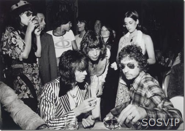 Bob Dylan, Mick Jagger, his wife, Bianca, and Keith Richards having a party