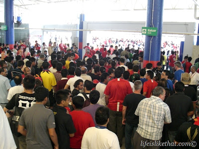 I See More Red Shirts Than Face Masks! picture manchester united  photo