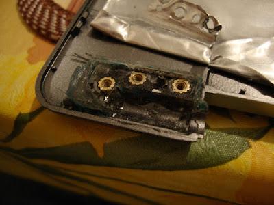 Новый крепеж для петли в крышке ноутбука ASUS z99. Левая петля.