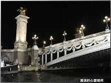 從塞納河上夜拍亞歷山大三世大橋