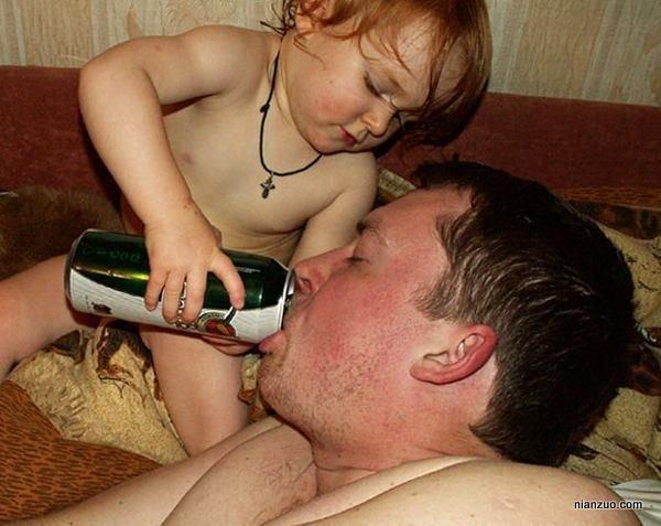 孩子捣蛋 喝吧