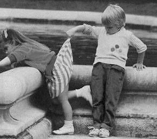 孩子捣蛋 从小就好奇