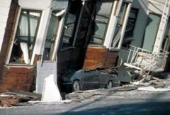 275px-Car_Crushed_Under_Marina_Apartments