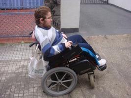 Rampas íngremes: outra dificuldade e risco para os cadeirantes. Foto: David Feder