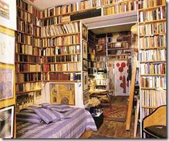 ΑΠΟ ΤΟ ΛΕΥΚΩΜΑ «ΑΤ ΗΟΜΕ WITH BOOKS», ΕΚΔ. THAMES & HUDSON