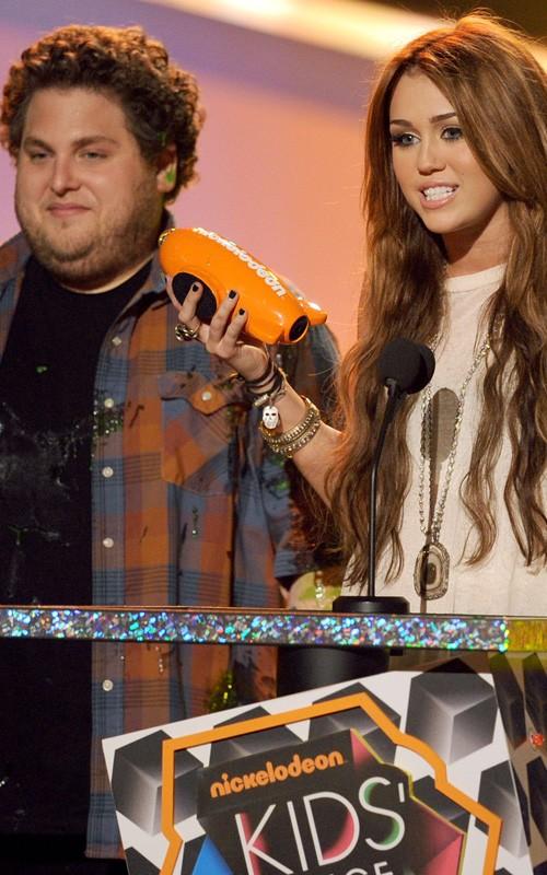 Miley Cyrus: Actriz Favorita de Cine KCA 2010 Miley-cyrus-032710-1