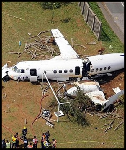 Jetstream41 crash Durban Merebank school Sept 23 2009 NETCARE picture