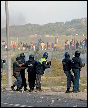 TAFELSIG LAND OCCUPATIONS 5500 SQUATTERS ON COP CRITICAL May142011