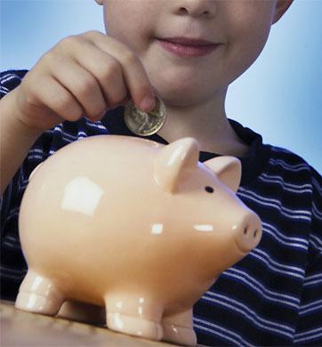 niño ahorrando
