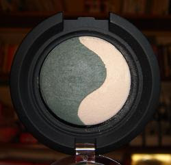 Kiko Colour Sphere Duo Mat Eyeshadow 204 ecrù-verde bosco